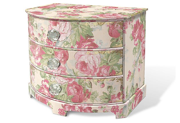 Small vintage rose jewelry chest ..... luv it!