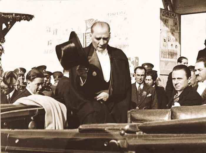 Mustafa Kemal Atatürk'ün az bilinen fotoğraflarından... #TekAdamMustafaKemalATATÜRK pic.twitter.com/kMSTzzBwys