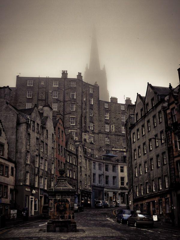 The Citadel | People.Places.Things [Gregory Goltsov's photoblog] シンバシでもこんな景色見えないかな。