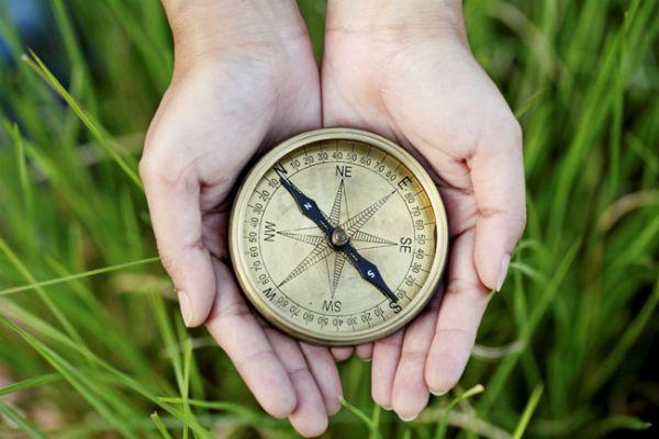 #компас #география #дети Ищите интересную информацию про компас для детей, чтобы в доступной форме объяснить им его функции? Рисунок, эксперимент, кроссворд - это то, что надо.