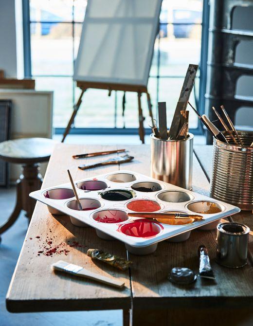 Forma na mafiny použitá v umeleckom štúdiu namiesto palety.