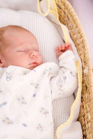 Baby schlafen legen: So bringen Sie das Baby zum schafen