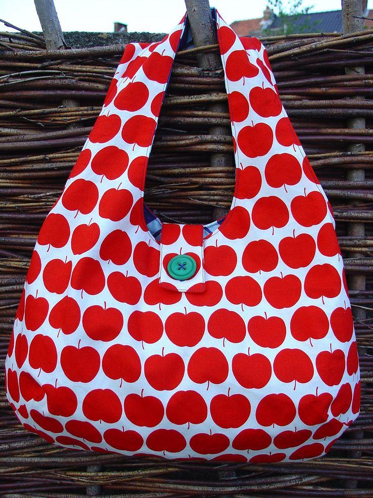 Patroon: gratis bij verypurpleperson Stof: vermiljoenshop appels - rood (Kokka)