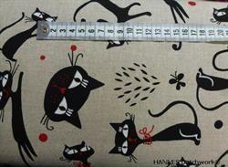 Hørstof med sorte katte - ca 135 cm bred, hver kat måler ca 5-10 cm