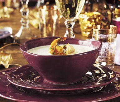 Servera en spännande och mycket aromatisk soppa till förrätt på nyår. Jordärtskockssoppa med chiliräkor överraskar dina gäster med smaker utöver det vanliga.