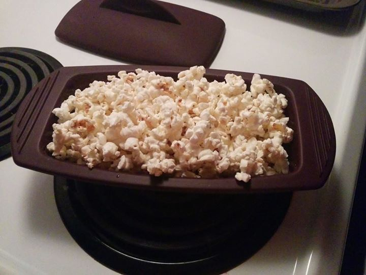 Perfectly cooked popcorn in only 2-3 minutes. All you need is 2 tbsp of popcorn kernel and your epicure seasoning of choice.