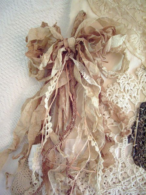 Seam binding bow, intermixed with pretty lace~❥