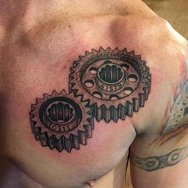 Gears tattoo on chest done by Jesse Myers #gears #gearstattoo  #blackandgrey  #bngtattoo  #quadcities  #tagtheqc  #jessemyerstattoo #chesstattoo  #cheyennetattooequipment  #cheyennehawk