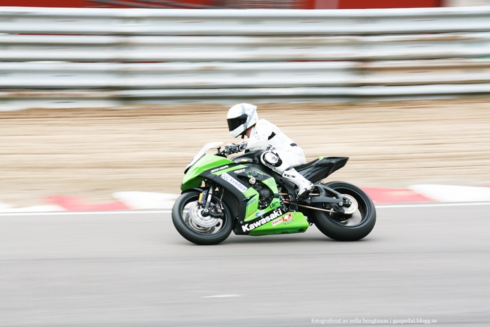 Pro Superbike-föraren Freddy Papunen under ett race på Knutstorp 2011. #motorcycle #motorcykel #racing #motorsport #kawasaki #green #grön #photography #foto