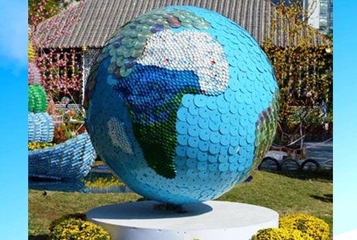 Садовые поделки своими руками могут очень впечатлить - Садовые поделки своими руками: потрясающий Земной Шар