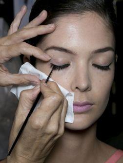 Wat je niet moet doen bij het aanbrengen van eyeliner