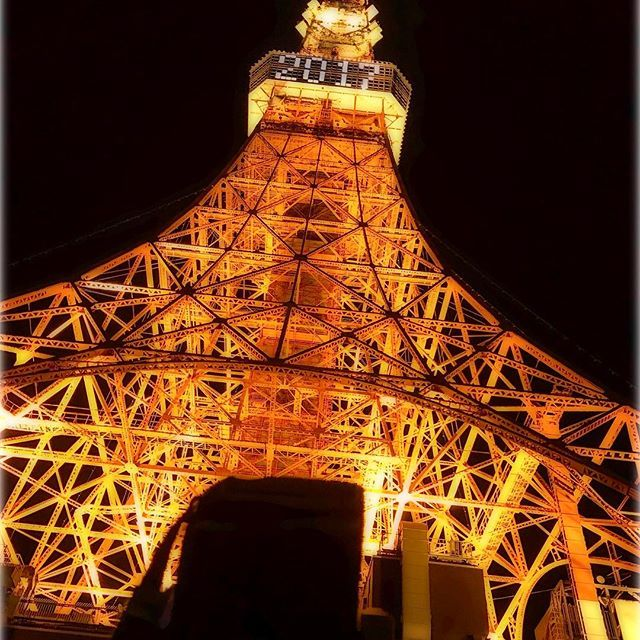 """Instagram【sakya_0821】さんの写真をピンしています。 《. #東京都#港区#東京タワー#🗼 #夜景#スマホ写真#スマホ写真部 #神々しい#三丁目の夕日#2017 #あおむけ撮影隊#🐛#japan #iphone#なから#昭和33年 #lookup#tokyotower#thankyou #臨場感#東京の象徴#旅 . . . .  画像とは直接関係ないのですが、25歳以上のオトナ女子を中心に、月間1,000万人が利用している"""" オシャレでつかえる""""ライフスタイル提案アプリ、Locari(ロカリ)というアプリ内で、フリーライターをされている方より、約40前に投稿した東大寺大仏殿の写真を掲載させていただきました。 『日本の違う魅力を発見!外国人に人気の観光スポット~定番編~』 https://locari.jp/posts/72493 Instagramはリンク飛べないのが残念です。またFBみたいにアルバム的な感じでまとめて投稿出来るようになれば嬉しいです。》"""