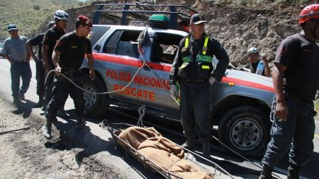 Choque vehicular deja ocho muertos en #Puno. #Trome