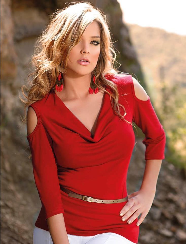 El color BBL Style para este martes es el Rojo, combinado con un pantalón blanco te ara lucir elegante,sensual y te da un toque de estilo y moda.