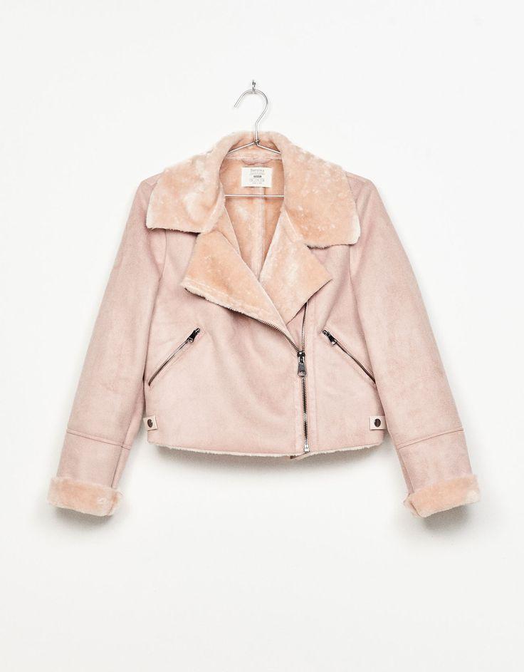 Cazadora doble faz. Descubre ésta y muchas otras prendas en Bershka con nuevos productos cada semana