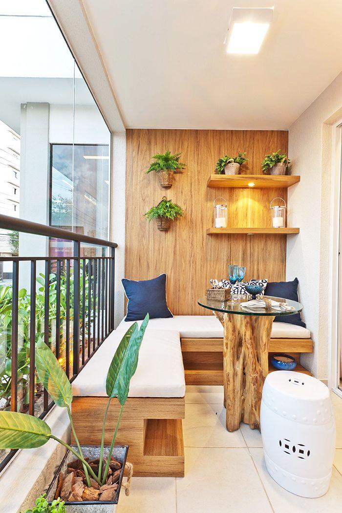 Sacada pequena e estilosa. Led na prateleira. Inspire-se! #sacadas #terraço #varanda