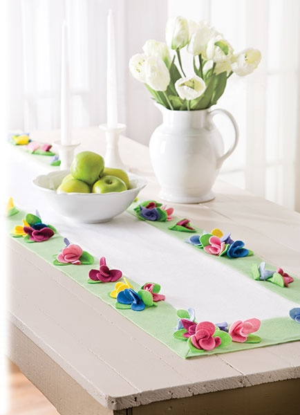 Free Coming Up Flowers Table Runner pattern from the Sewing Savvy Newsletter.
