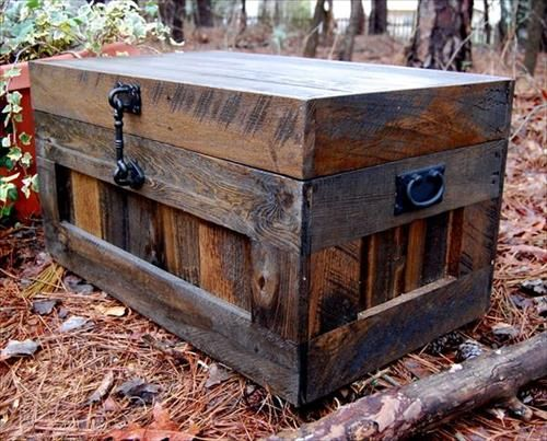 LOVE!!! recycling pallets wood box chest trunk