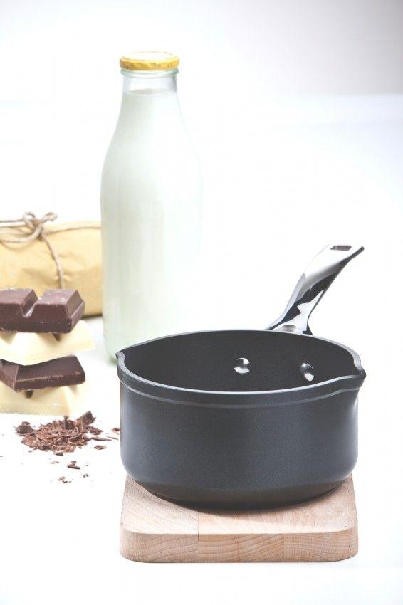 Casseruola doppio becco con manico in alluminio forgiato @LeCreusetItalia #cucina #cioccolatacalda #hotchocolate #chocolate #cioccolata
