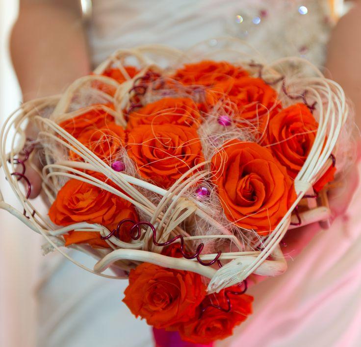 Un bouquet di rose arancioni per una sposa country chic! Foto di Rosacamelia di Pegoraro Nadia www.matrimonio.com/fiori-matrimonio/rosacamelia-di-pegoraro-nadia--e102179