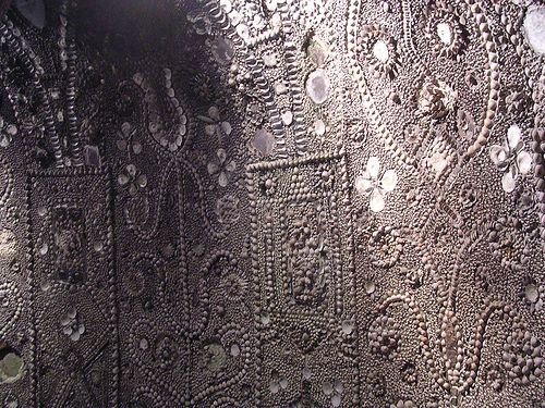Shell Grotto, Margate, England. Discovered by a farmer in 1835  Google Image Result for http://www.ratestogo.com/blog/wp-content/uploads/2009/02/grotto3.jpg