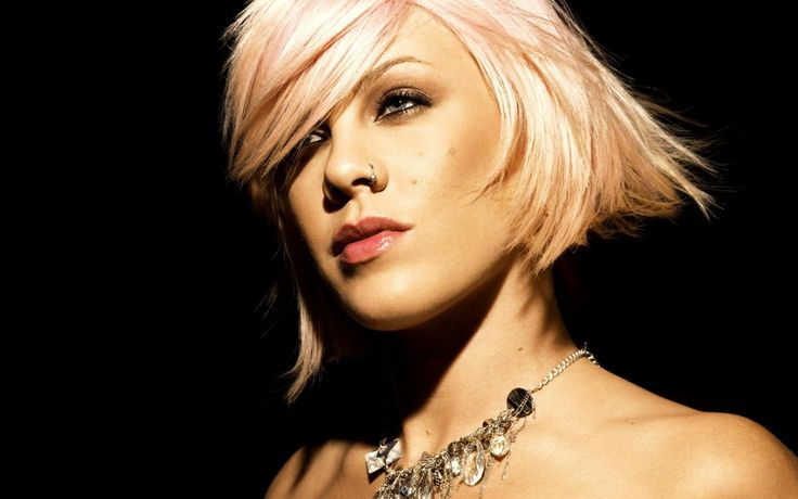 pink the singer | À la demande générale, Pink qui était de passage au Centre Bell ...