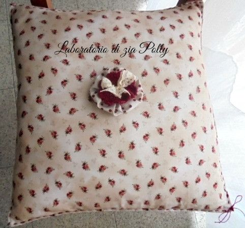 Cuscini - Cuscino in tessuto giapponese con roselline - un prodotto unico di Paola-Zane su DaWanda