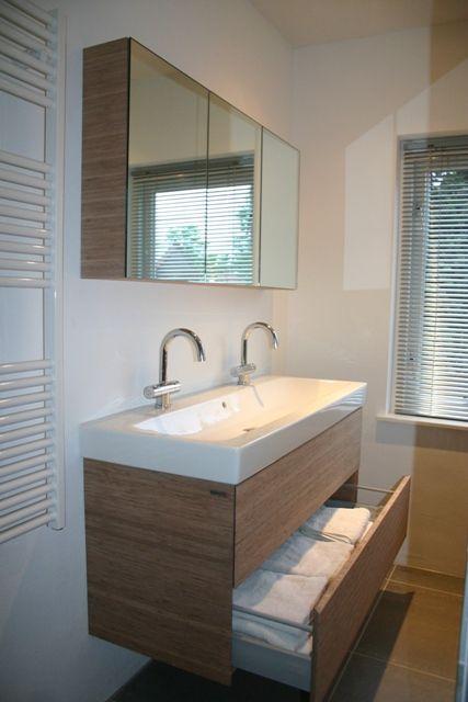 http://www.presiez.nl/bamboe-wastfalemeubel-spiegelkast-en-badwand/