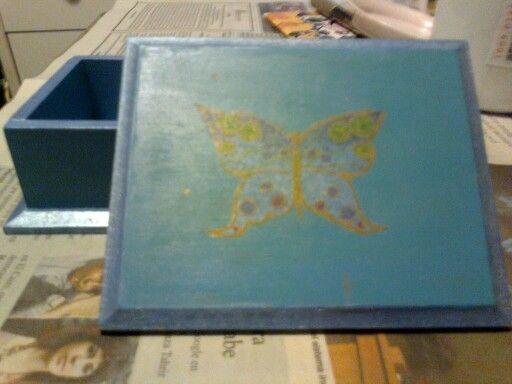 Caja Mariposa celeste hecha por Javiera Fuentes técnica decoupage