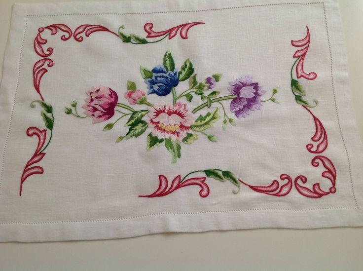 Punto Bandera  Bandera embroidery
