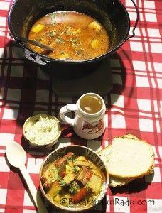 Ceaun de vitel, costita afumata, carnati, legume si cartofi.