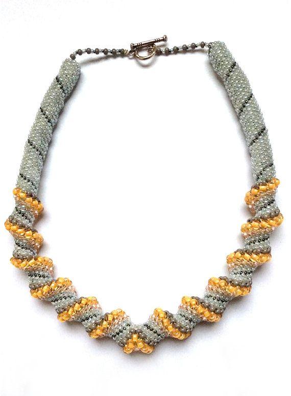 Parel / Kralen Halsketting gedraaid - Wit, bruin, goud - Handgemaakt - Juwelen Vrouwen
