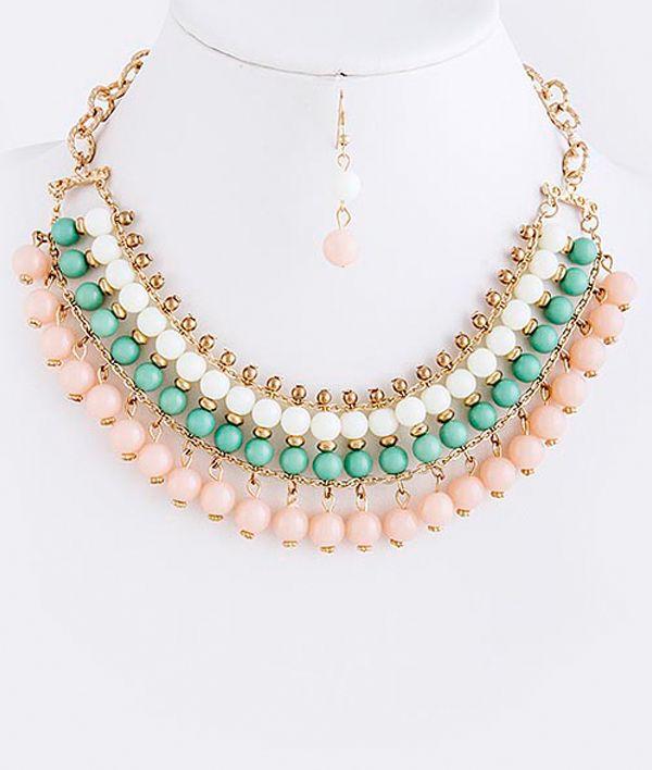 Collar de piedras verde, rosa y blanco.