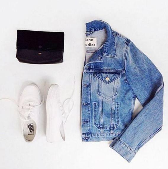 These wardrobe essentials for college girls are the best. Find out the best college wardrobe essentials every girl in college needs. College fashion!