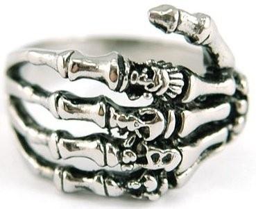 http://spektrodesign.com/accesorios/anillos/anillo-calavera.html                                                                                                                                                                                 Más