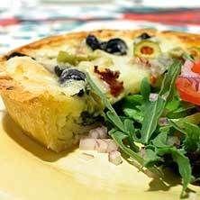 Italiensk paj med oliver och soltorkade tomater | tasteline