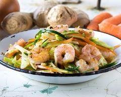 Sauté aux crevettes et aux légumes express : http://www.cuisineaz.com/recettes/saute-aux-crevettes-et-aux-legumes-express-63108.aspx