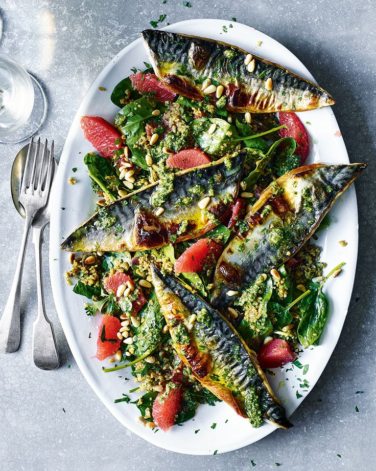 The combination of crispy grilled mackerel, sharp grapefruit and the nutty flavour of freekeh, all topped with fresh pesto, makes this grain salad worthy of a special lunch.