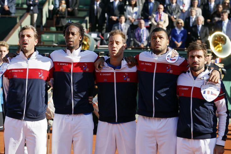 Coupe Davis : France - République Tchèque 1/2 / L'équipe de France, de gauche à droite : Julien Benneteau, Gaël Monfils, Richard Gasquet, Jo-Wilfried Tsonga et le capitaine des Bleus, Arnaud Clément.