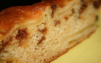 Torta di mele e amaretti - La torta di mele e amaretti è un alternativa alla classica torta di mele, è facile da preparare ed è perfetta come dolce per concludere un pranzo o una cena, ma anche a merenda con una tazza di tè.