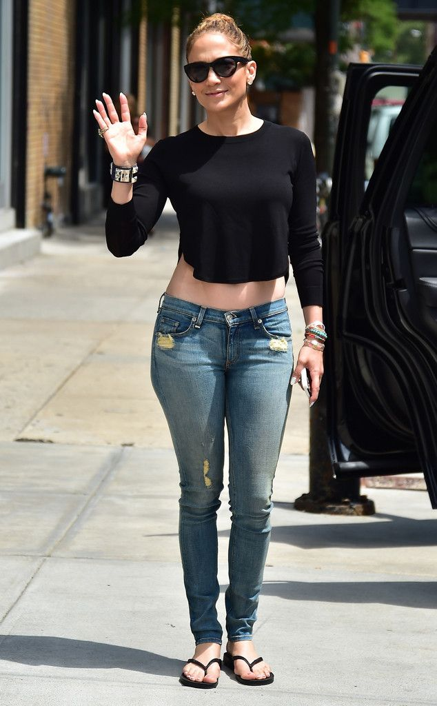 Jennifer Lopez was the epitome of casual chic in jeans, a cropped black tee and matching demure cat-eye sunnies! Love this stylish, yet chill, look!
