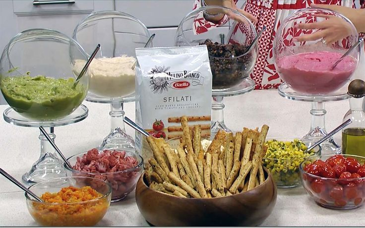 Celebrity caterer Mary Giuliani on how to throw an Italian theme dinner party, create a breadstick bar with delicious toppings.