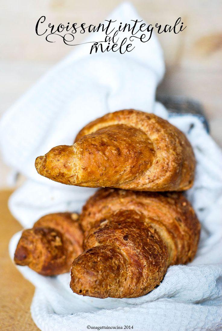 Una gatta in cucina: Croissant integrali al miele, ed è subito magia.