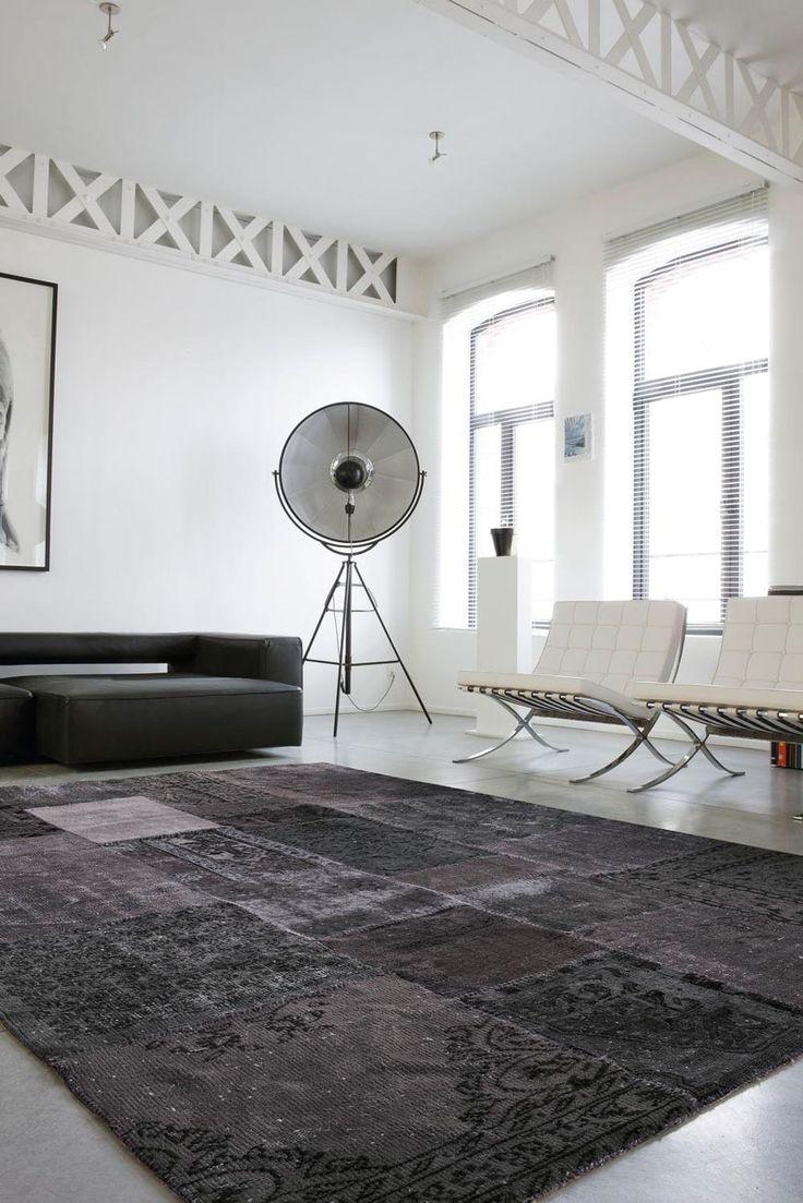 Tappeto in lana al 100% unito a mano in maniera artigianale. Diversi pezzi di tappeti antichi