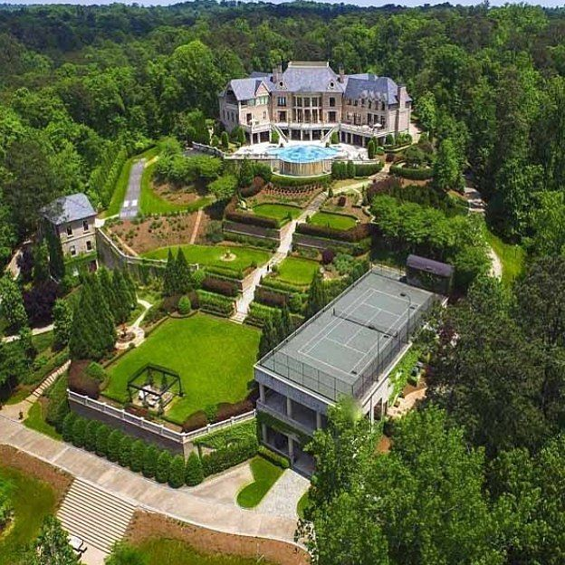 Dream Mansion in Atlanta, Georgia listed at $25,000,000 with beautiful garden and many amenities! | Courtesy of @Luxury_Listings