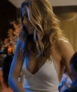 I love this dress on jennifer aniston in Just Go With It, so sexy!