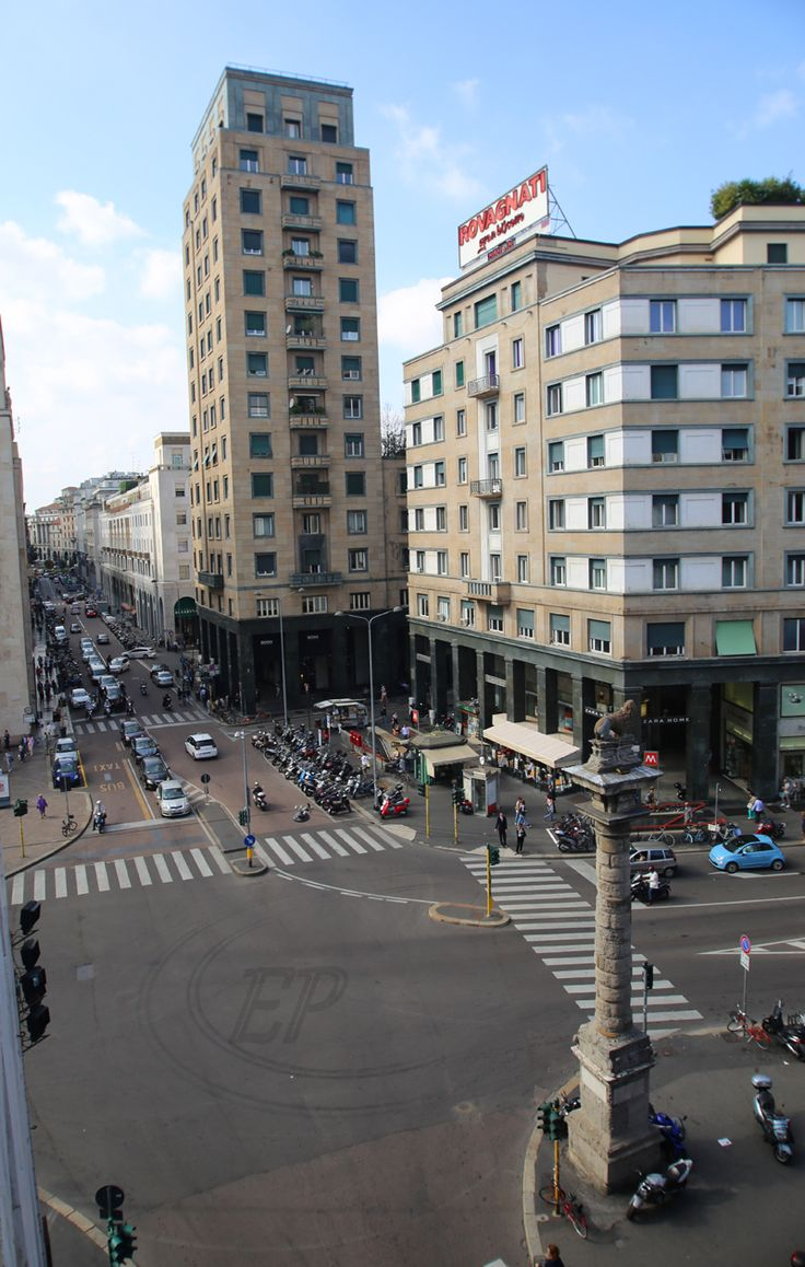 #piazzasanbabila #viamontenapoleone #corsovenezia #fashiondistrict #viadurini #ilquadrilaterodellamoda