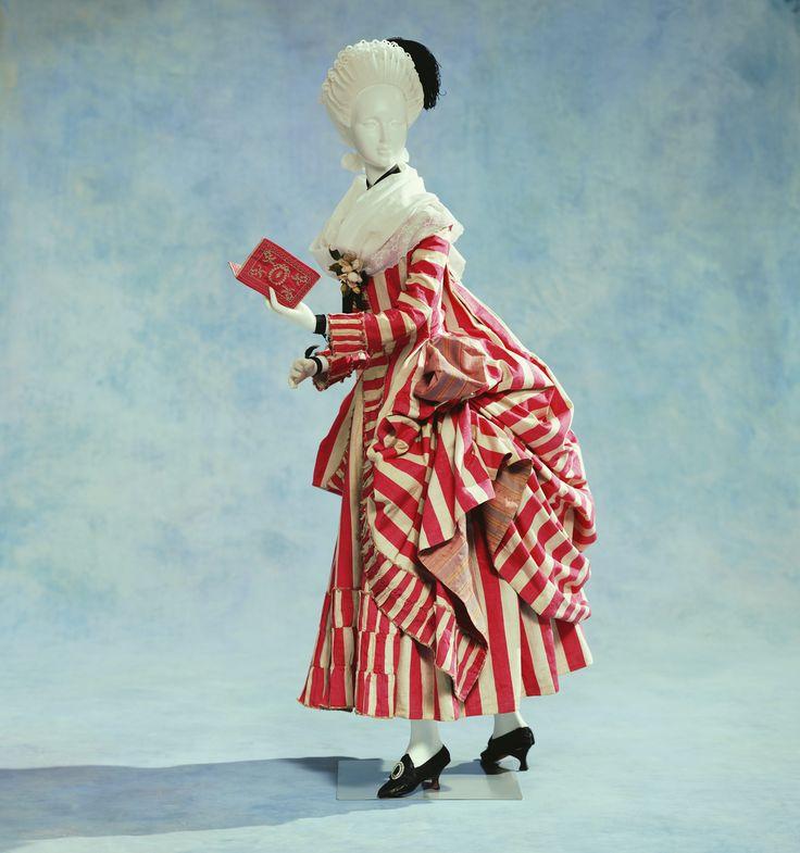 Kyoto Costume Institute - robe retroussée dans les poches, 1780