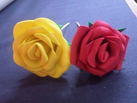Rosa de EVA Rápida. Veja no vídeo como fazer essa rosa utilizando folhas de EVA