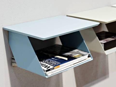 Hyllen «Edgy» fra svenske Maze i lakkert metall med laminattopp er designet av Malin Lundmark. Den egner seg blant annet i entreen og som nattbord.
